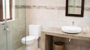 Makgoro Lodge Bathroom